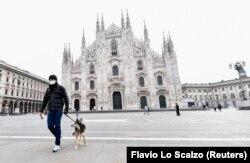 Безлюдна через обмеження площа П'яцца-дель-Дуомо (Соборна площа), Мілан, 10 березня 2020 року