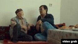 Встреча Муфтихана-ата и Ильяса Керима в поселке Нурлы. Скриншот фильма «Казах из Стамбула».