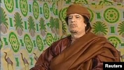 Muammar Qaddafi was shown meeting tribal leaders at a Tripoli hotel.