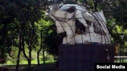 Разрушенный памятник Ленину в Макеевке.