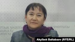 """Айнуру Алтыбаева """"Азаттыктын"""" кеңсесинде. Архивдик сүрөт."""