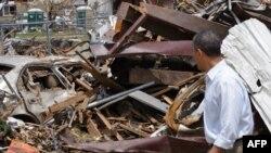 Президент США Барак Обама посетил пострадавшие от торнадо 20 мая районы штата Оклахома