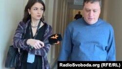 Іванісов так і не зміг назвати виш, де здобув вищу освіту, а також пояснити деталі справи зі зґвалтуванням