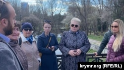Наталья Маленко (вторая справа) с общественниками
