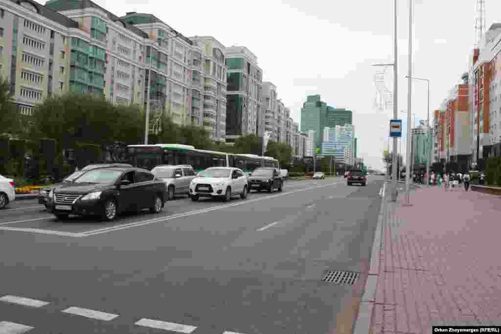 Қонаев көшесі. Астана, 21 шілде 2017 жыл.