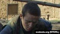 Васіль Парфянкоў у Курапатах у 2002 годзе ля згарэлага намёту