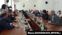 Сегодня Эшсоу Какалия отчитался в парламенте о результатах командировки в Москву