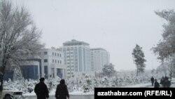 2012: Aşgabatda ilkinji gar