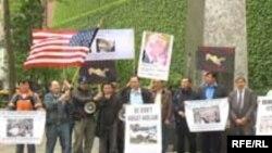 Протест у здания ООН в Нью-Йорке в годовщину андижанских событий, 12 мая 2006
