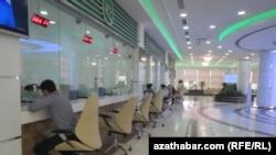 Офис продажи авиабилетов в международном аэропорту города Ашхабада.