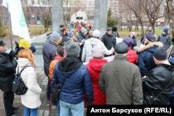 Участники митинга против установки памятника Сталину в Новосибирске