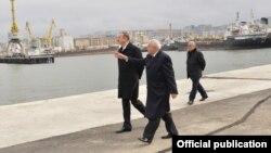 Әзербайжан президенті Ильхам Әлиев Каспий жағасындағы кеме жөндеу зауытын ашуға келе жатыр.