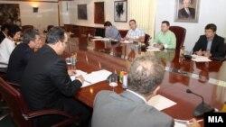 Состанок на Комитетот за странски инвестиции со кој претседава премиерот Никола Груевски, 2011.