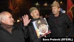 Сторонники черногорской оппозиции с портретом Владимира Путина. Подгорица, февраль 2016 года