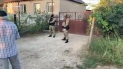 В домах крымских татар российские силовики проводят обыски (видео)