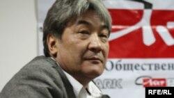 """Нұрлан Ерімбетов """"Айт PARK"""" пікірталас клубының модераторы кезінде. Алматы, 3 қараша 2009 жыл."""