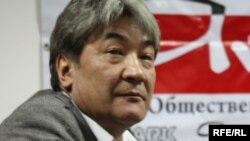 """Нұрлан Ерімбетов - саясаттанушы, """"Айт PARK"""" пікірталас клубының модераторы. Алматы, 3 қараша 2009 жыл."""
