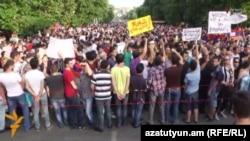 Демонстрація на проспекті Баграмяна в Єревані, 28 червня 2015 року