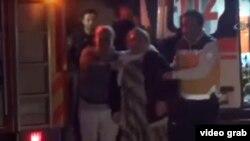 تصاویر و ویدئوهای منتشرشده نشان میدهد آسیب زیادی به ورودی مرکز پلیس رسیده است