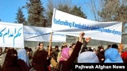 Etirazçılar Cəlalabad-Kabul yolunu bağlayıb