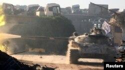 Սիրիա - Ապստամբների «Սիրիական ազատ բանակի» տանկը Հալեպի հարավարևմտյան Ռամուսա արվարձանում, օգոստոս, 2016թ․