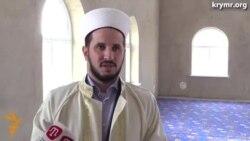 Святковий намаз у новій кримській мечеті