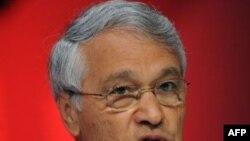 شکيب خليل، وزیر انرژی الجزایر و رییس اوپک، می گوید اوپک تولید خود را کاهش خواهد داد. (عکس از AFP)