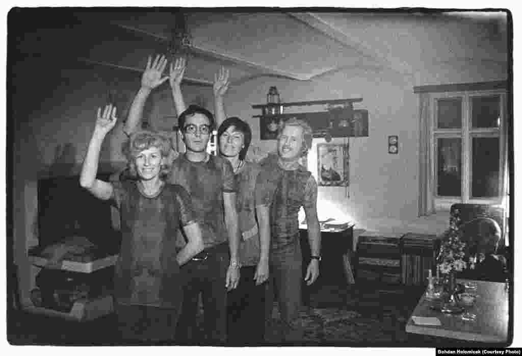 Familia Havel și cuplul de prieteni Jan și Karla Triska în 1975.