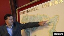 Milorad Dodik sa mapom Republike Srpske