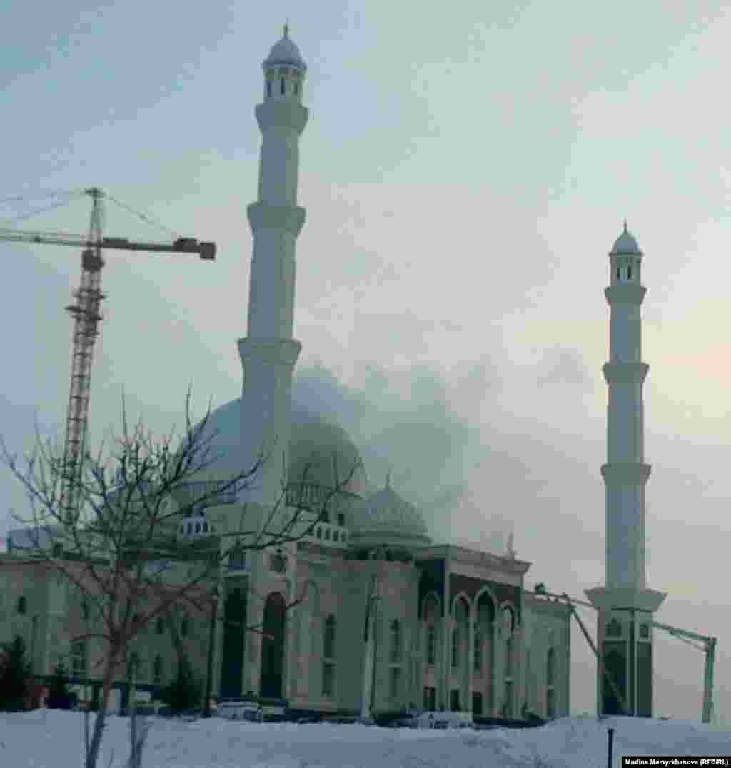 Kazakhstan – fire at Hazret Sultan mosque. Astana,15Jun2012