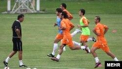 صحنه ای از تمرین بازیکنان تیم ملی فوتبال ایران زیر نظر کارلوس کی روش.