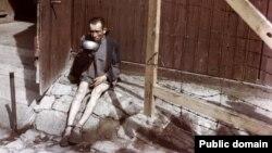 Один из выживших узников концентрационного лагеря Бухенвальд. 1945 год.