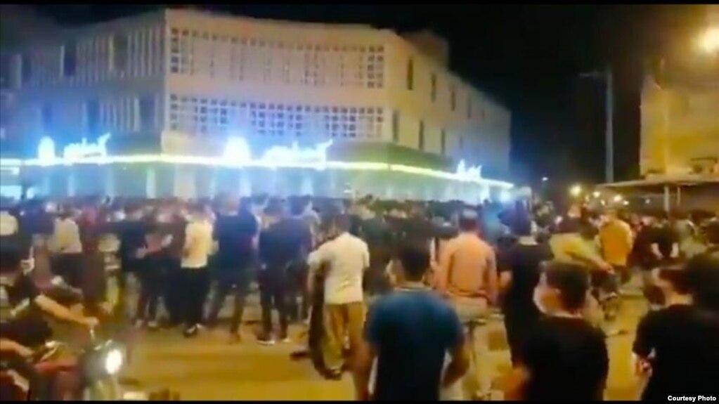 در استان خوزستان از هفته گذشته اعتراضات به بیآبی آغاز شد و همچنان ادامه دارد.