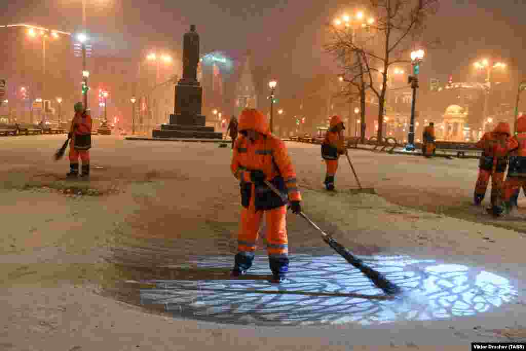Street cleaners sweep snow on Tverskoi Boulevard in Moscow. (TASS/Viktor Drachev)