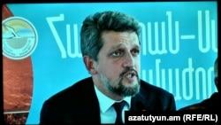 Гаро Пайлан на пресс-конференции в Ереване (архив)