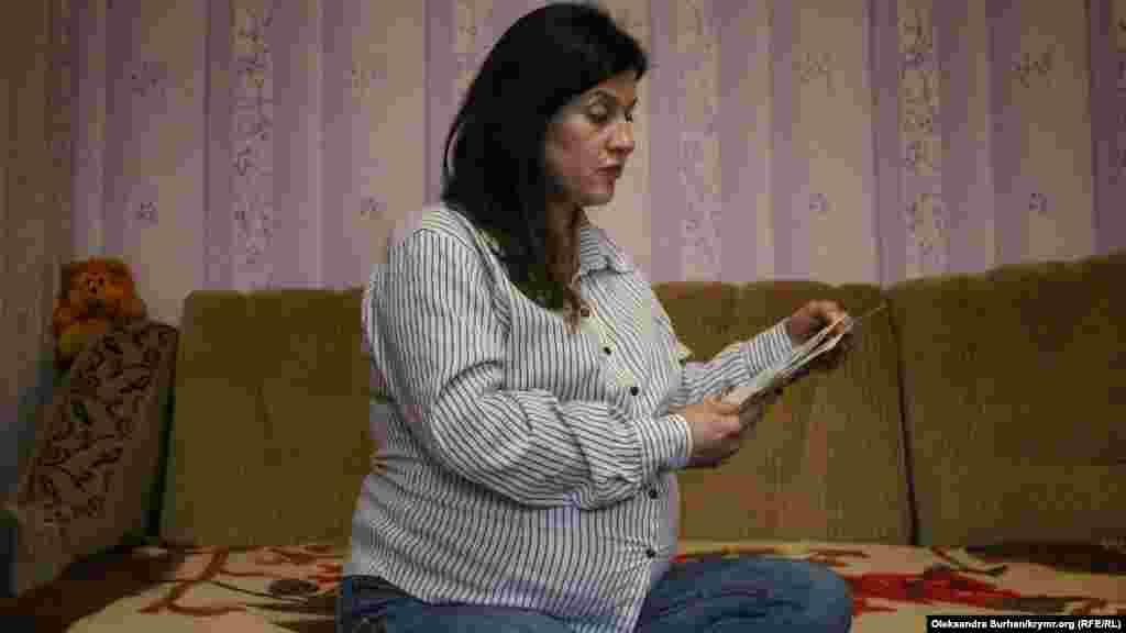 Супруга Ивана Яцкина Гульнара читает его письма из СИЗО. Вскоре у них должен родиться ребенок