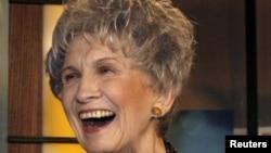 Лауреат Нобелевской премии по литературе 2013 года Элис Манро