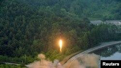 """""""Хвасон"""" баллистикалык ракетасы учурулган кез. 30-майда таратылган сүрөт."""