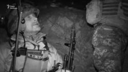 Українські вояки на спостережних позиціях у бліндажі під Попасною