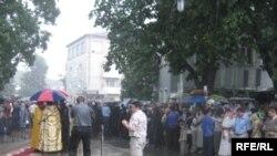 Наступного дня рівняни чекали на патріарха Кирила під проливним дощем