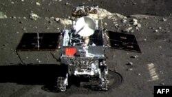 """Қытайдың Ай бетіне қонған алғашқы """"Чанъэ-3"""" аппараты."""