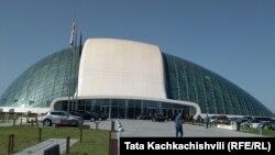 Здание парламента в Кутаиси (архив)