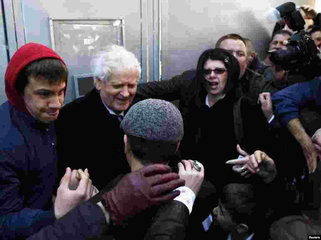 Fikret Abdić neposredno po izlasku iz zatvora, Pula, 09.03.2012. Foto: Reuters / Antonio Bronić