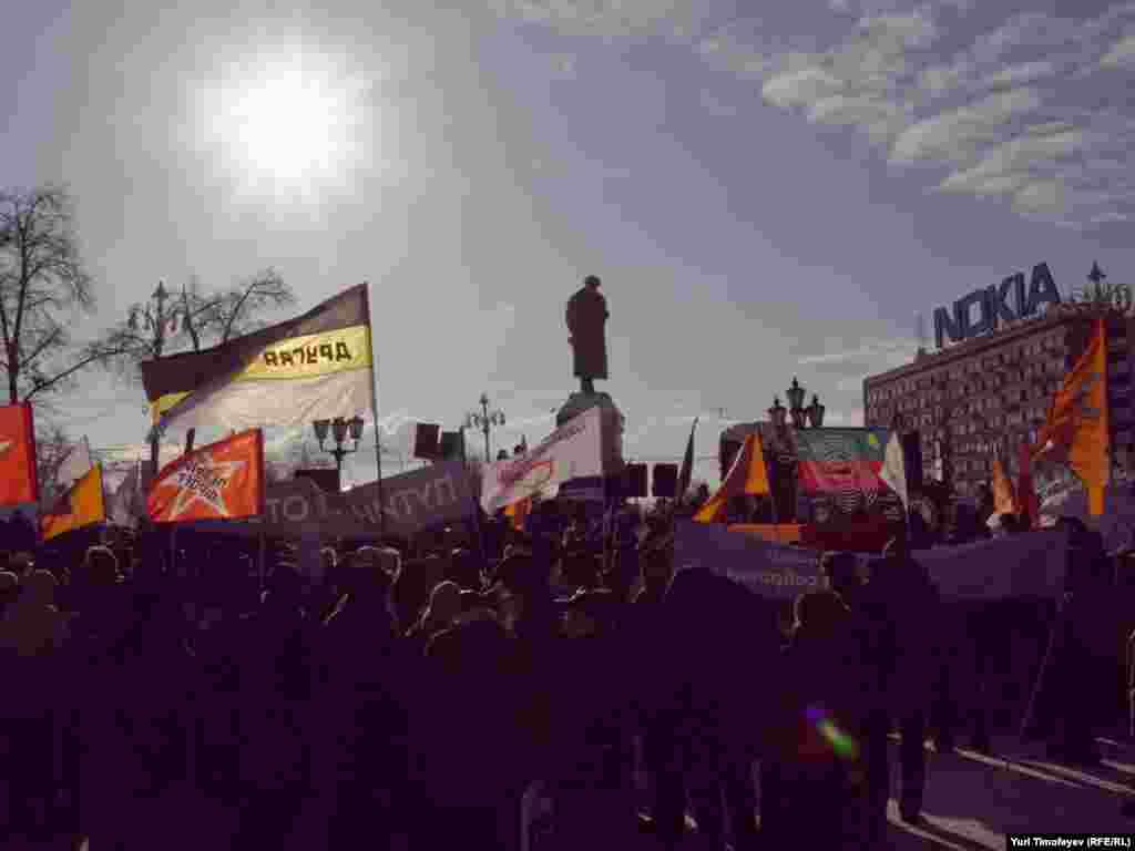 В митинге приняло участие более двухсот человек
