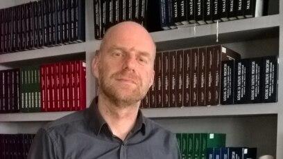 Društvo u BiH najviše opterećuje iskustvo rata, kaže pisac Damir Ovčina