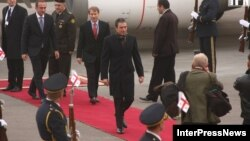 Генсек НАТО в аэропорту Тбилиси