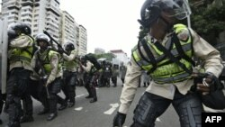 تظاهرات در کاراکاس و برخی شهرهای دیگر به خشونت کشیده شده است