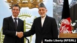 Хамид Карзай (оңдо) менен Андерс Фог Расмуссен, Кабул, 18-июнь, 2013