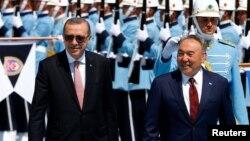Qazaxıstan prezidenti Nazarbayev Türkiyədə cevriş cəhdindən sonra bu ölkəyə baş çəkən ilk dövlət başçısı olub.