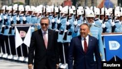 Президент Турции Реджеп Тайип Эрдоган (слева) и президент Казахстана Нурсултан Назарбаев. Архивное фото.